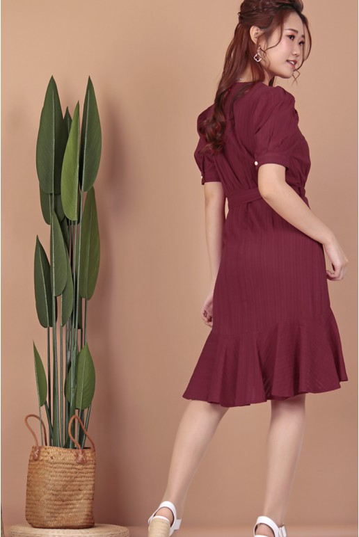 Dip Hem Textured Dress With Triangle Shaped Buckle Belt (Red)